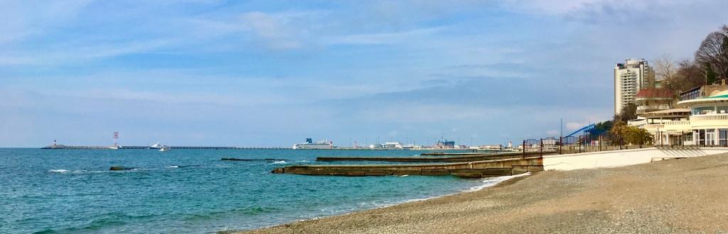 Mustanmeren rannalla